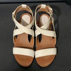 Enzo Angiolini size 10 cream leather sandals